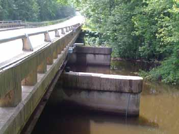 Bridge-mounted data logger