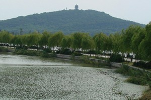 China's Lake Taihu, where collaborators on the NSF project have collected data (Credit: Marc van der Chijs, via Flickr)