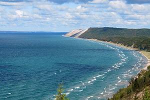 Lake Michigan off the Sleeping Bear Dunes (Credit: Rachel Kramer, via Wikimedia Commons)