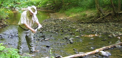 Stream monitoring volunteer working with the Loudoun Wildlife Conservancy (Credit: TrailVoice, via Flickr)