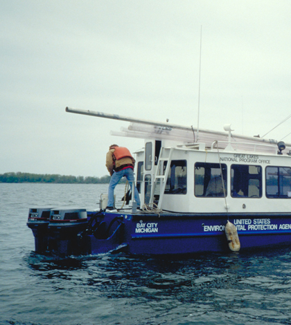 EPA vessel taking sediment samples from Presque Isle Bay (Credit: EPA)