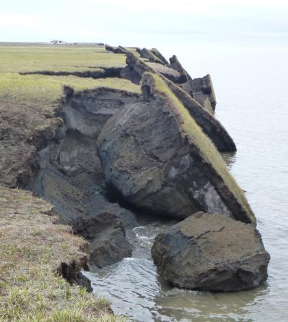 Crumbling blocks of Alaskan permafrost (Credit: USGS)