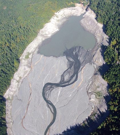 The dwindling lake behind Glines Canyon Dam after its removal began (Credit: University of Washington)