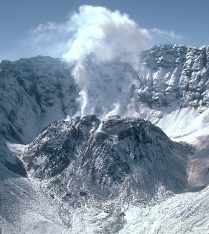 Mount St. Helens, Washington University of Colorado study shows influence of volcanoes in climate change (Credit: S.R. Brantley/USGS)