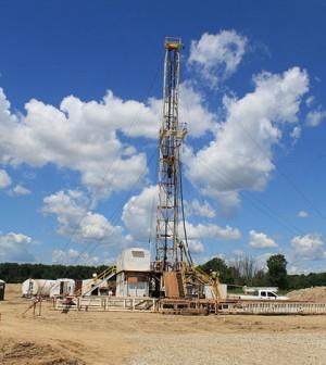 Oil rig in Saline Township, Michigan (Credit: Dwight Burdette, Wikimedia Commons)