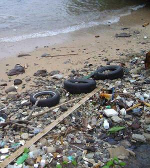 Coastal debris (Credit: NOAA)