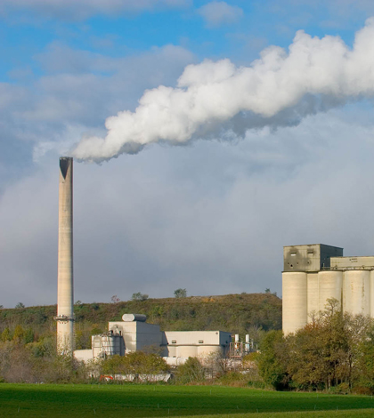 Air pollution from industrial sources (Credit: EPA)