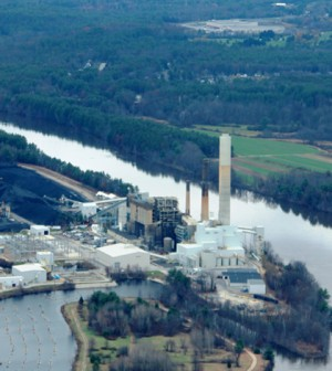 Coal-fired power plant on the Merrimack River in Bow, N.H. The plant discharges warmed water to the river which then transports, dilutes, and re-equilibrates heat. (Credit: ASSIST Aviation Solutions)