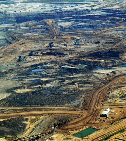 Tar sands oil field (Credit: Dru Oja Jay, Dominion)