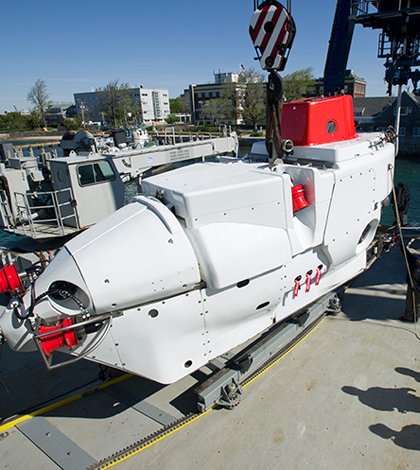 Upgraded HOV Alvin was loaded onto R/V Atlantis at the WHOI dock on May 13, 2013. (Tom Kleindinst/Woods Hole Oceanographic Institution)