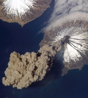A Mount Cleveland eruption in Alaska in 2006 (Credit: NASA, via Wikimedia Commons)