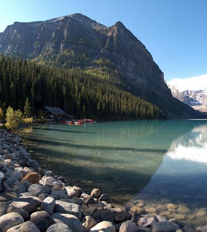 Lake Louise in Alberta (Credit: Benefactor123, Wikimedia Commons)