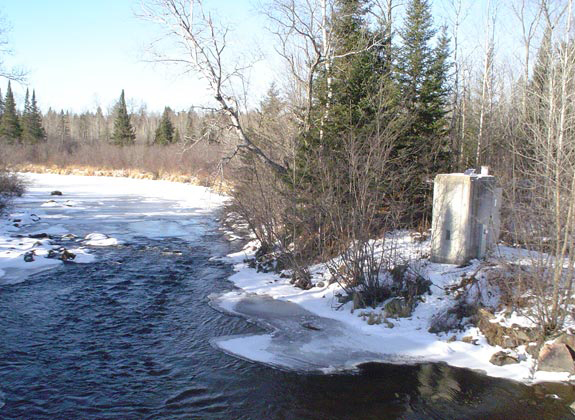 The stream gauge on the Popple River in Wisconsin, a stream in the Hydrologic Benchmark Network where sulfate appears to be on the rise (Credit: USGS)
