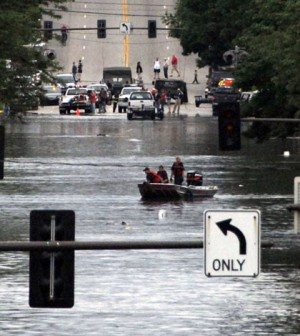 Floods in Cedar Rapids, Iowa in 2008 (Credit: Oscar Sanchez/U.S. Air Force, via Wikimedia Commons)
