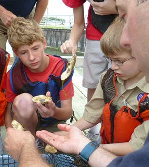 Boy Scouts learning about oceanography through the Delaware Sea Grant College Program (Credit: University of Delaware)