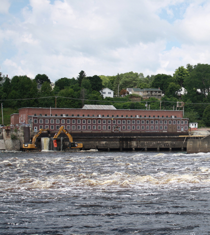 A section of the Veazie Dam on the Penobscot River (Credit: U.S. Fish and Wildlife Service, via Flickr)
