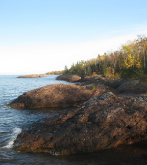 Coast of Lake Superior (Credit: Richie Diesterheft, Wikimedia Commons)