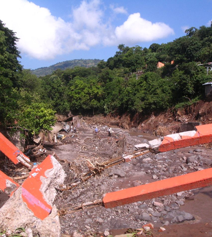 In November 2009, the muddy north slopes of San Vicente volcano gave way, destroying communities and killing hundreds. (Credit: Fredy Cruz)