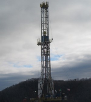 Gas drilling rig in the Marcellus Shale Formation in Pennsylvania (Credit: Ruhrfisch, Wikimedia Commons)