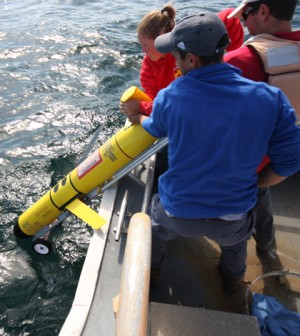 A Rutgers crew deploys a glider in the Atlantic Ocean (Credit: Rutgers University)