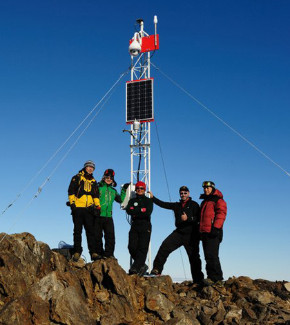 Members of Korea Polar Research Institute Expedition who collaborated with Ronald Ross on a weather station near Terra Nova Bay (Credit: Ronald Ross)