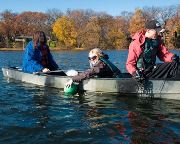 Students sampling Woods Lake to gauge its response to road salt contamination (Credit: Lynne Heasley)