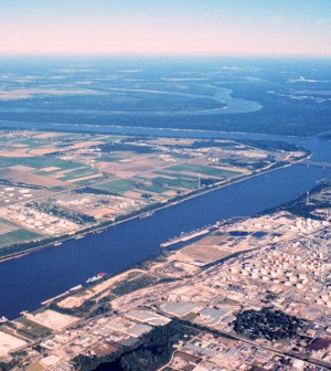 An aerial photo of the Mississippi where it flows through Baton Rouge (Credit: USGS)