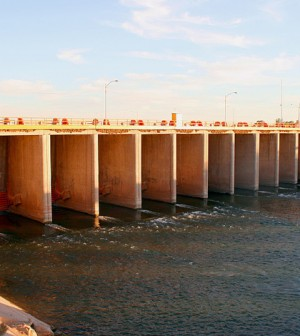 A pulse from the Morelos Dam will flood the dry Colorado River Delta (Credit: Chuck Coker)