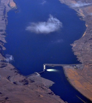 Aerial view of Wanapum Dam (Credit: Joe Mabel, via Wikimedia Commons)