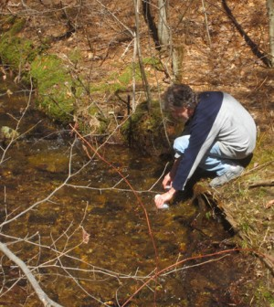 Acid Rain Monitoring Project volunteers sample 150 sites across Massachusetts (Credit: UMass Water Resources Research Center)