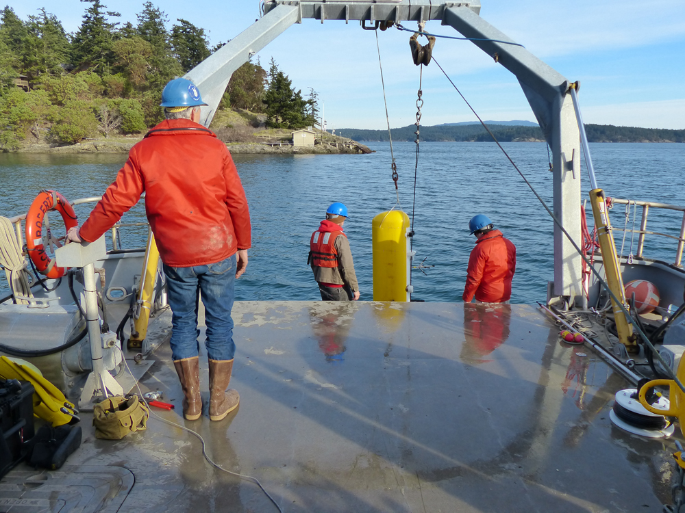Testing a deep profiler at UW's Friday Harbor Laboratory (Credit: Tim McGinnis/APL)