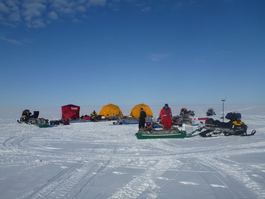 A mid-traverse camp at Fish Creek (Credit: Ben Jones)