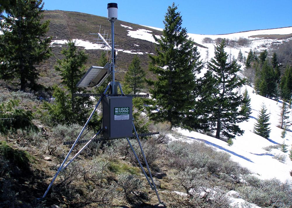 A USGS precipitation gauge in the Beaver Creek burn area (Credit: Jake Jacobson/USGS)
