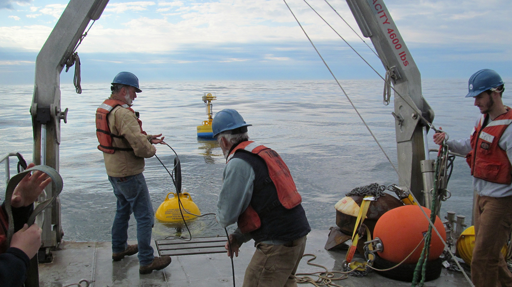 Feeding cable to the ESP and buoy (Credit: Woods Hole Oceanographic Institution)