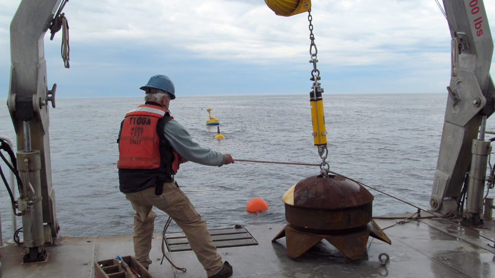 Readying the mooring's anchor (Credit: Woods Hole Oceanographic Institution)