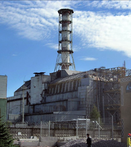 The Chernobyl reactor #4 building as of 2006, including the later-built sarcophagus and elements of the maximum-security perimeter. (Credit: Carl Montgomery, via Wikimedia Commons)