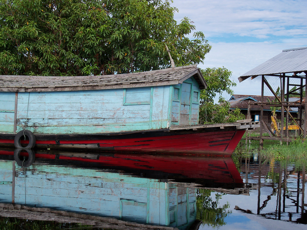 A houseboat in West Kalimantan, Indonesian Borneo. (Credit: Kimberly Carlson)
