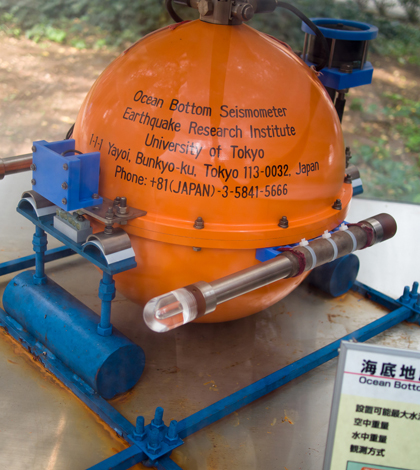 A seismometer similar to the one that washed ashore in Canada (Credit: Shusuke Kasamatsu, via Flickr)