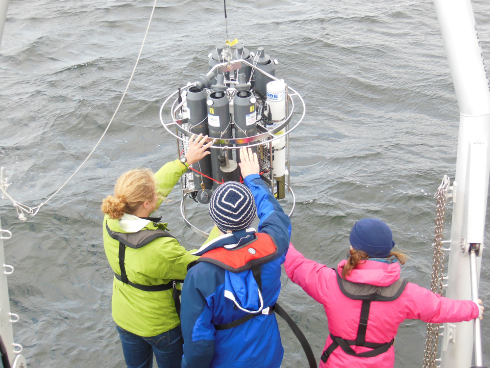 Students ready the R/V David Folger's CTD (Courtesy: Patricia Manley)