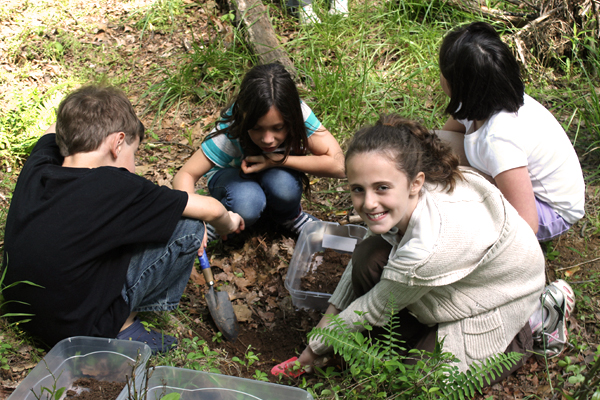 creek freaks / Several activities have students work with soils. (Credit: IWLA)
