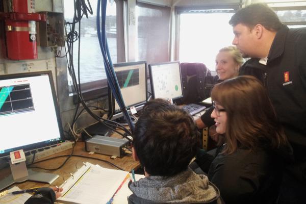 Tony Dahlheim and students look at the sonar scans. (Credit: University of Washington)