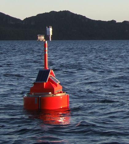 Buoy deployed in Lake Waikaremoana. (Credit: Chris McBride)