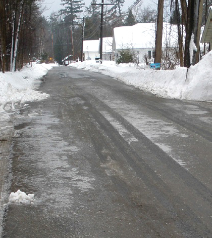 NYS DOT applies road salt at an annual application rate of 9.36 tonnes per kilometer of road lane. (Credit: Darrin Fresh Water Institute)