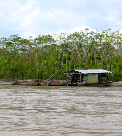 A small-scale gold mining operation docks along the Madre de Dios River in Peru in June 2013. (Credit: Sarah Diringer)
