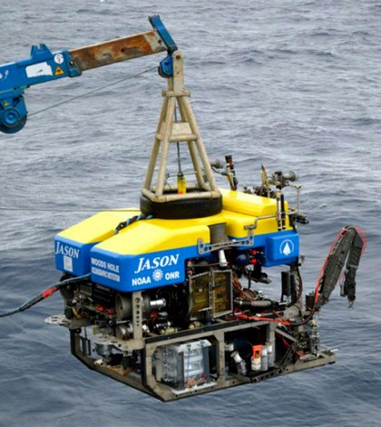 Researchers deploy the ROV Jason to collect samples. (Credit: Alberto Robado / USC)