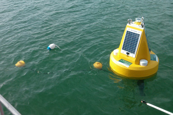 Buoys at three Niagara Region beaches collect real-time water quality data to drive predictive E. coli level models. (Credit: Doug Nguyen)