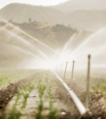 Farming irrigation. (Credit: John Curley/CC BY-NC-SA 2.0)