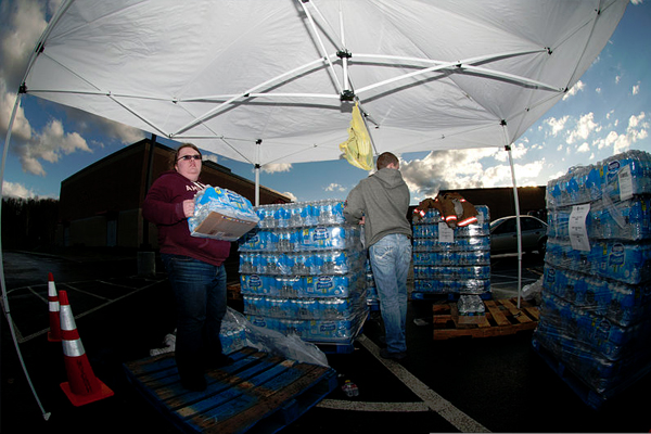 The West Virginia National Guard helped distribute drinking water to residents affected by the spill. (Credit: Staff Sgt. De-Juan Haley / Department of Defense)
