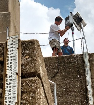 Installation of a NexSens 3100-iSIC Data Logger at Newburgh Locks and Dam on the Ohio River. (Credit: Greg Youngstrom, ORSANCO)