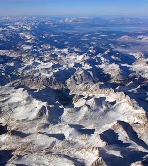 Sierra Nevada aerial view. (Credit: Jeffrey Pang/CC BY 2.0)